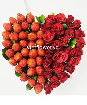 Hộp hoa dâu tây trái tim DT056